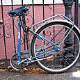 Metade uma bicicleta