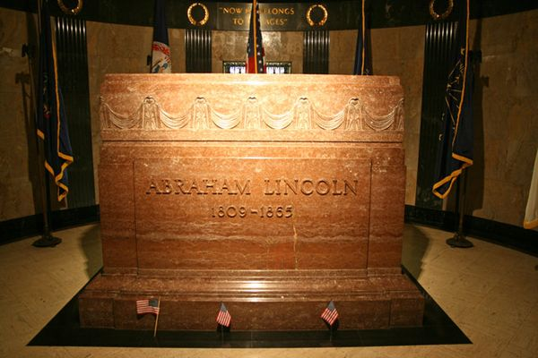 what about the plastic animals?: Lincoln's Tomb