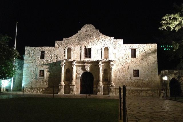 Alamo_night