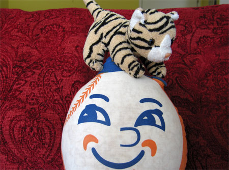 Kitty_mr_met