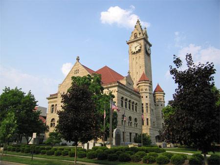 Bg_courthouse_day