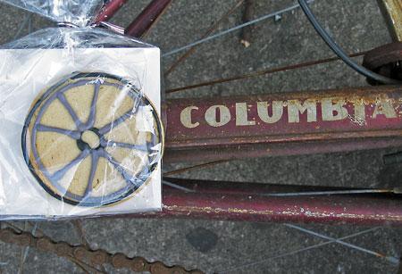 bicycle cookie on bike