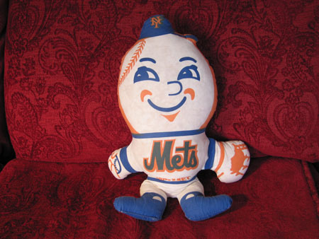 Mr_met_couch_1