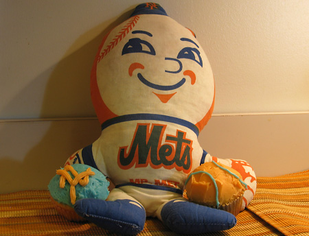 Mr. Met with cupcakes