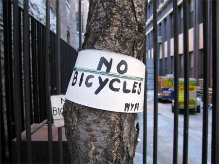 Nypd_no_bikes1