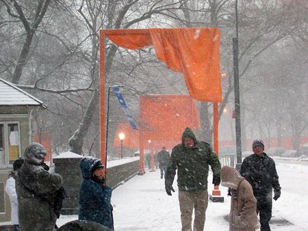 Snowy_gates_01